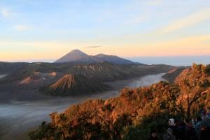 Laurent -Lever de soleil sur le volcan Bromo, île de Java (Indonésie)