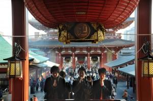 Hermann - prière à Tokyo (Japon)